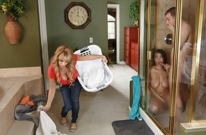 Incredible cuties Cassidy Banks and Alyssa Lynn give him a blow before ramming