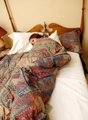 Tattooed teen Jeska Vardinski wakes up from a snooze with no clothes on