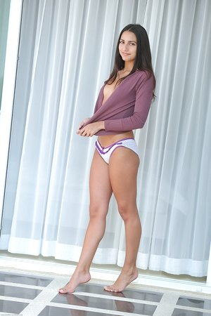 Brown-haired chick Cira Nerri sports a cameltoe before modelling in the nude