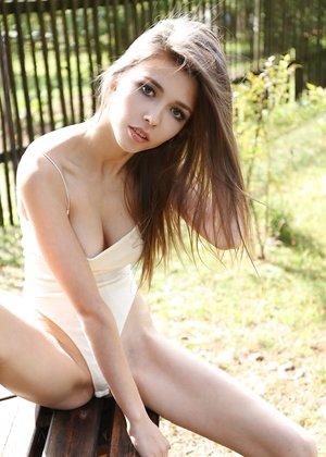 Sweet teen Milla strips swimsuit to spread labia lips & bare ass outdoors