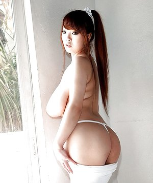 Teen brunette stunner Hitomi unveiling huge Asian tits and nice culo