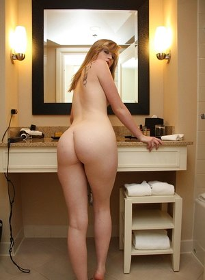 Teen solo girl Mandy Roe flaunts her bare ass in the bare for the first time