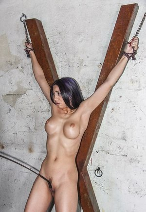 Busty Latina Julia de Lucia shows up to he BDSM session and gets the whip